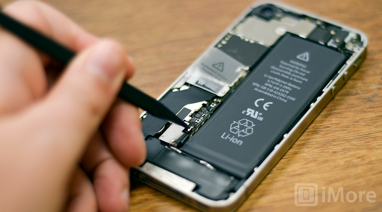 iPhone 4S grounding clip removal