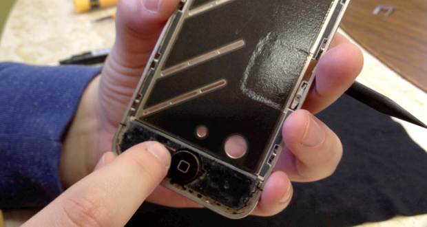 iPhone 4 home button on assembly