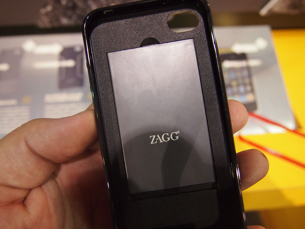 Hands-on with the Zagg SparqCase for the iPhone 4 / iPhone 4S