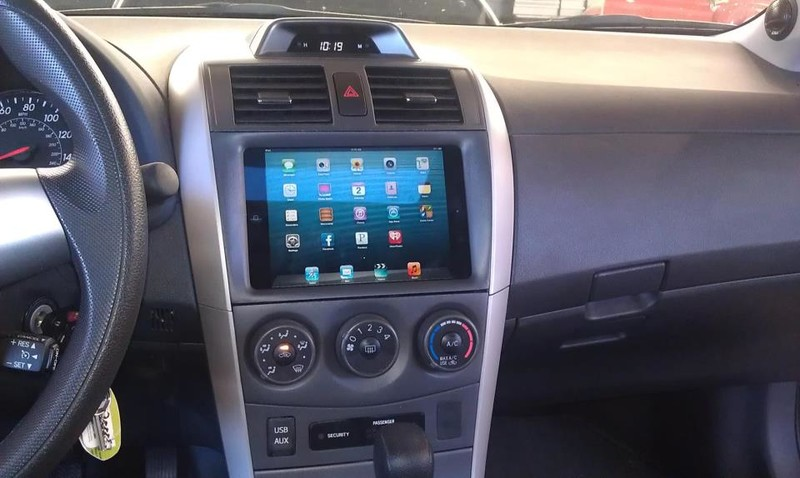 iPad mini already installed in a car dashboard, could be the perfect in-car entertainment device