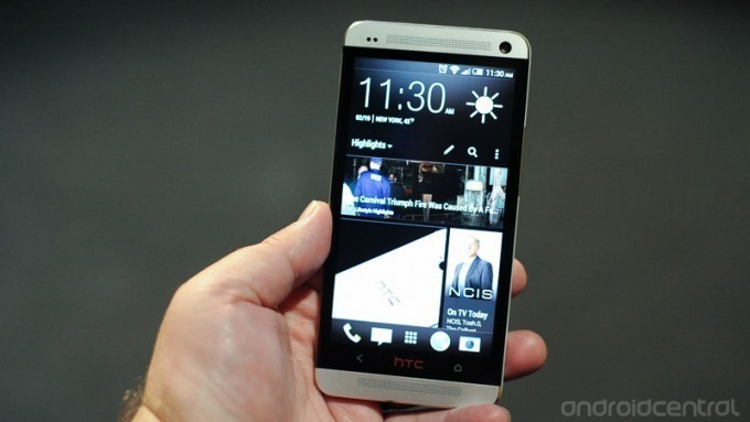 HTC learns in 2013 what Apple knew back in 2007: Widgets aren't widely used