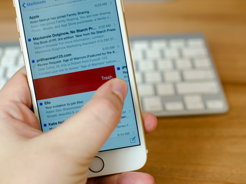 How to use archive and trash simultaneously in the iOS 8 Mail app