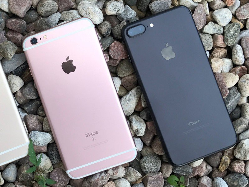 iPhone 6s Rose Gold and iPhone 7 Plus in black