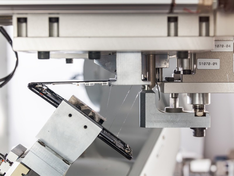 Apple unveils a robot that can disassemble iPhones for materials