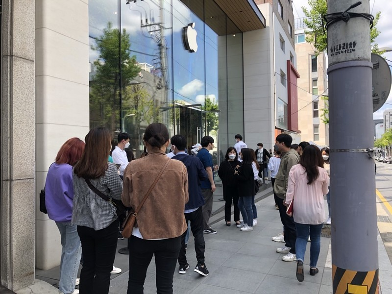 Seoul Apple Store Lineup