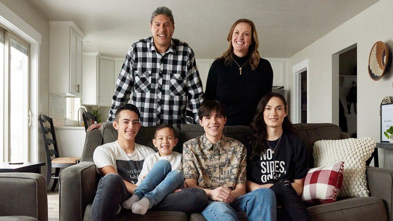 Apple Helps Encircle Expand Support For Lgbtqplus Youth Toelupe Family