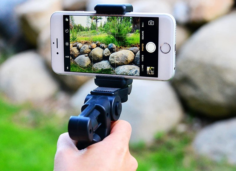 Pixlplay 6 In 1 Smartphone Lens Kit Lifestyle