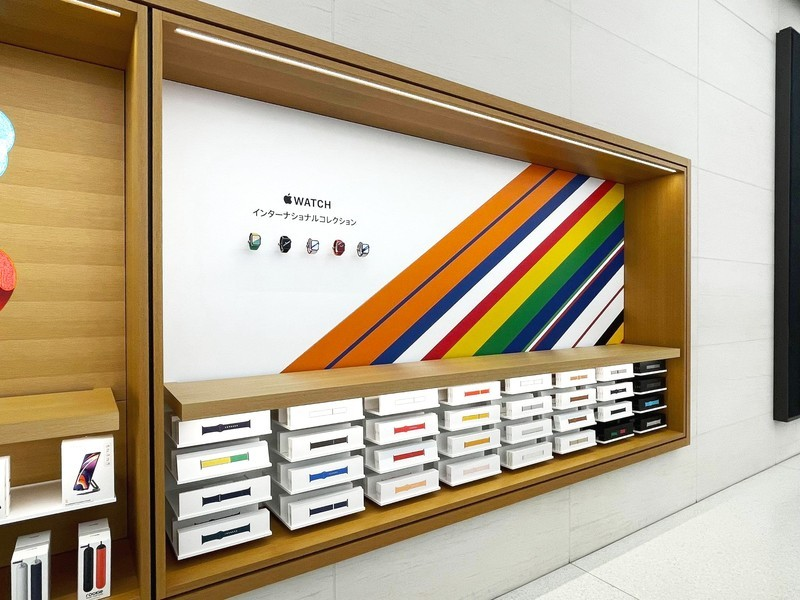 Japan Apple Watch International Collection in store display