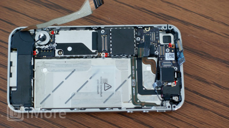 Logic Board Screw Placement CDMA iPhone 4