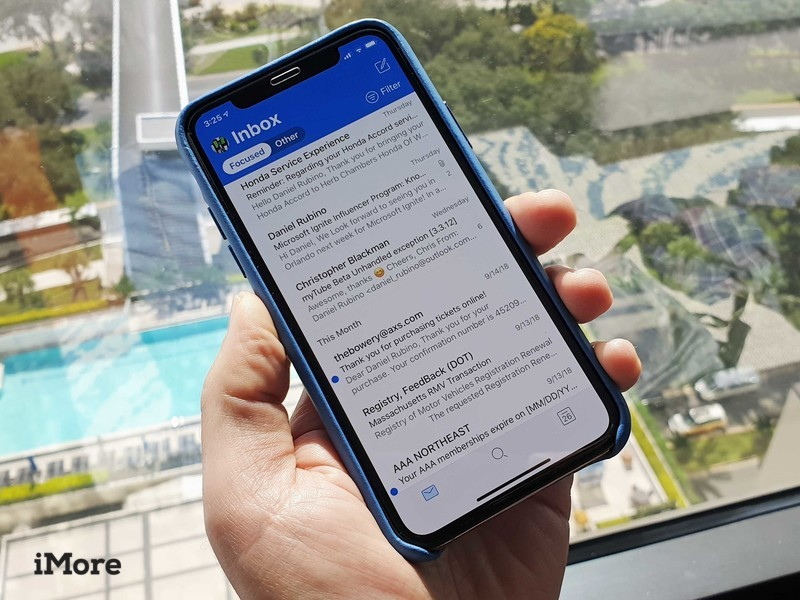 Outlook picks up bold blue redesign on iOS