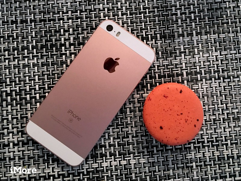 The iPhone SE is almost as small as a cookie!
