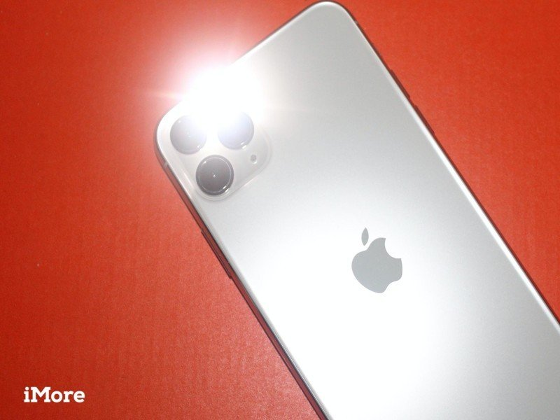 How To Iphone Flashlight Hero Image