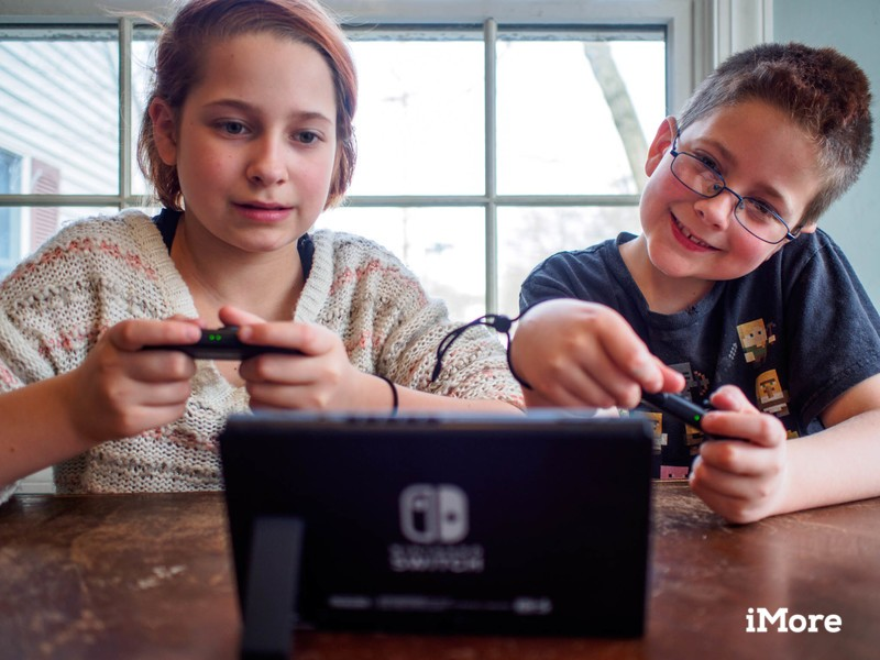 Kids playing Nintendo Switch