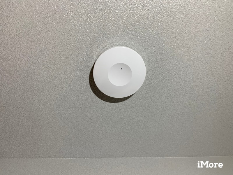 Roomme Sensor installed on a ceiling