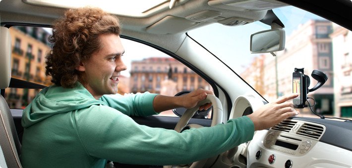 TomTom launches a new iPhone hands-free car kit with improved audio quality