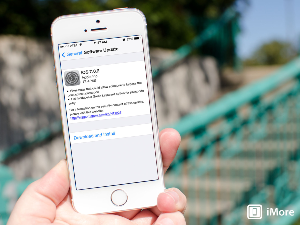 iOS 7.0.2 now available, fixes Lock screen passcode bypass