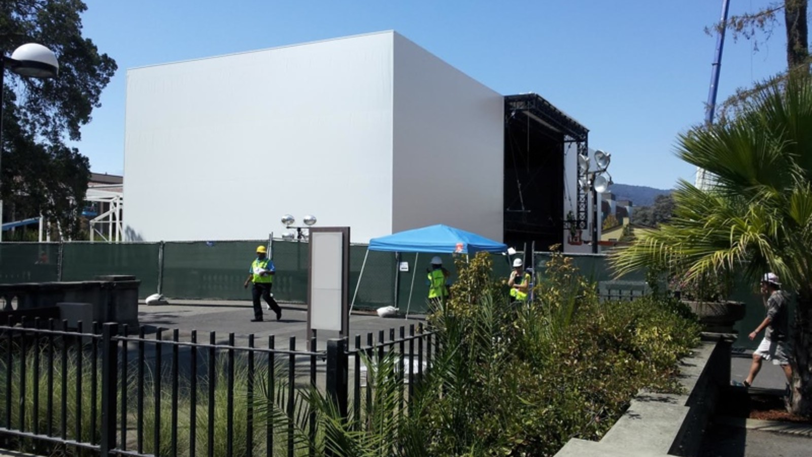 Apple constructing large building at Flint Center ahead of September event