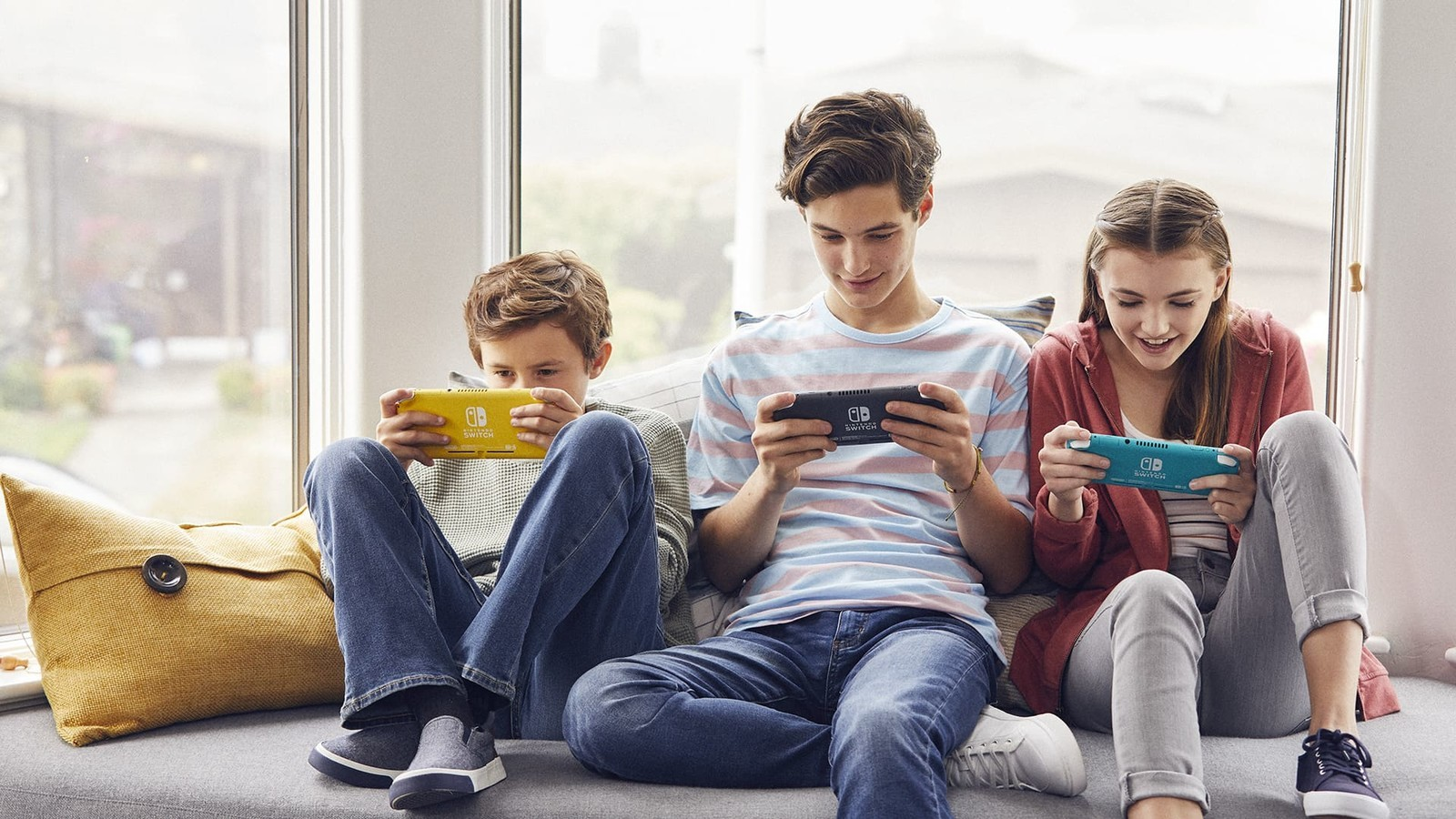 Can Nintendo Switch Lite play local co-op with standard