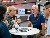 Tim Cook visits Singapore to meet with Apple Arcade developers and more