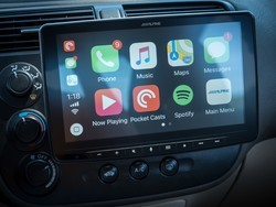 Alpine Halo9 review: CarPlay is big and brilliant