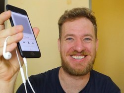 Former software engineer resurrects the iPhone headphone jack