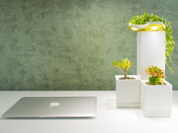 Refresh your office (and charge your phone) with this indoor smart garden