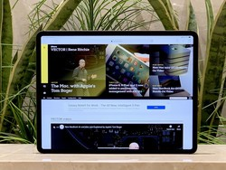 Learn how to multitask using split screen in Safari on your iPad
