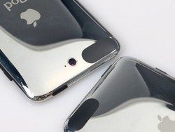 iPod Touch almost had a centered rear-facing camera according to prototype