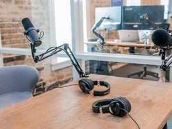 Land yourself a seat at the professional's table with these podcasting mics