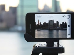 Glif - iPhone 4 tripod mount and stand