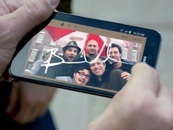 Samsung makes fun of iPhone users, fails to show Galaxy Note features, in Super Bowl attack ad