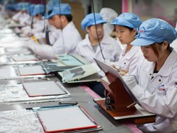 A rare look at the iPhone 4S assembly line at Foxconn's Zhengzhou factory