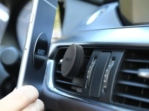 Magnetically mount your phone with this $4 Aukey car mount