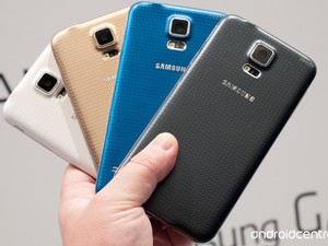 Samsung Galaxy S5 has a fingerprint swiper, heart-rate monitor, gold option, and... a 6-month lead on iPhone 6