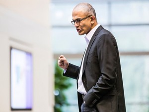 Microsoft CEO  used an iPhone to demo Microsoft apps