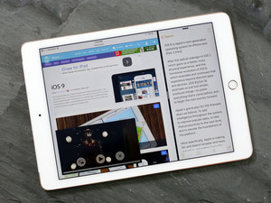 Slide Over and Split View multitasking for iPad