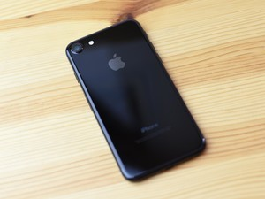 Wait time for Jet Black iPhone 7 up to six weeks in Canada