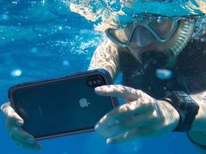 Can you use the Lightning port with the Catalyst Waterproof case?