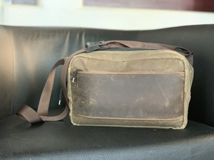 Minimalists need the Sutter Sling Pouch for Nintendo Switch