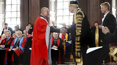Jony Ive receives honorary doctorate from University of Cambridge