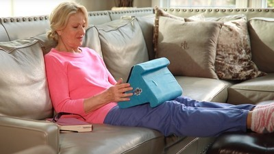 Keep comfy with the best pillow stands for your iPad