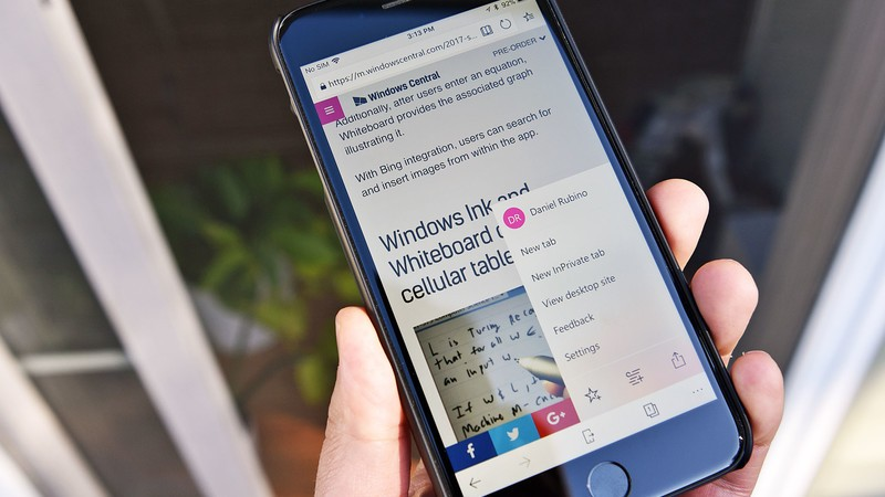 Breaking news alerts and more come to Microsoft Edge beta for iOS