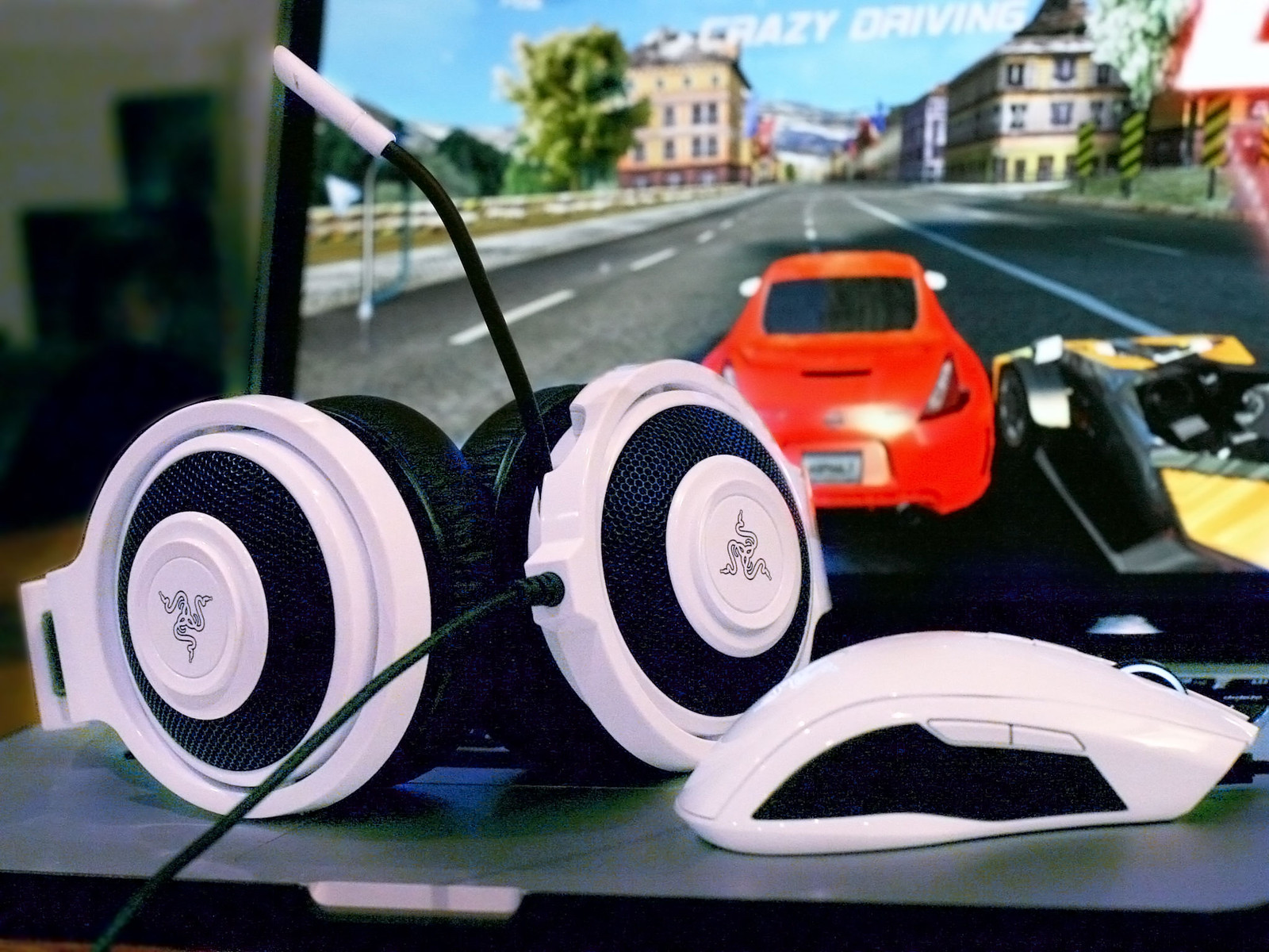 Improve your Mac gaming with Razer's Kraken Pro headset and Taipan mouse