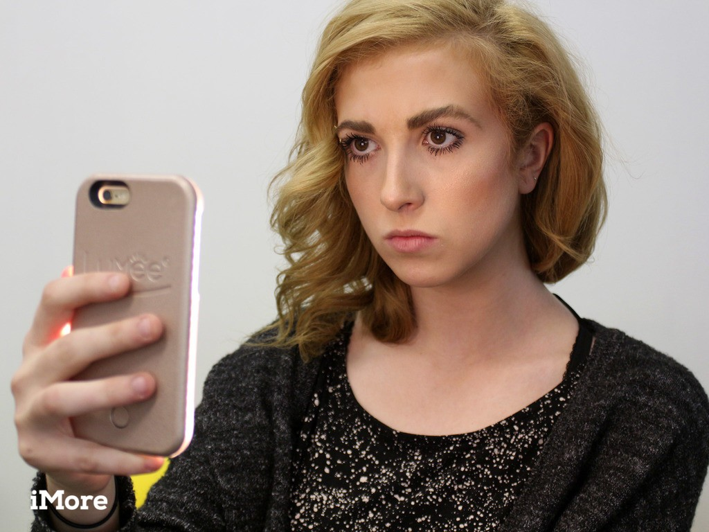 How do i take a selfie on my iphone