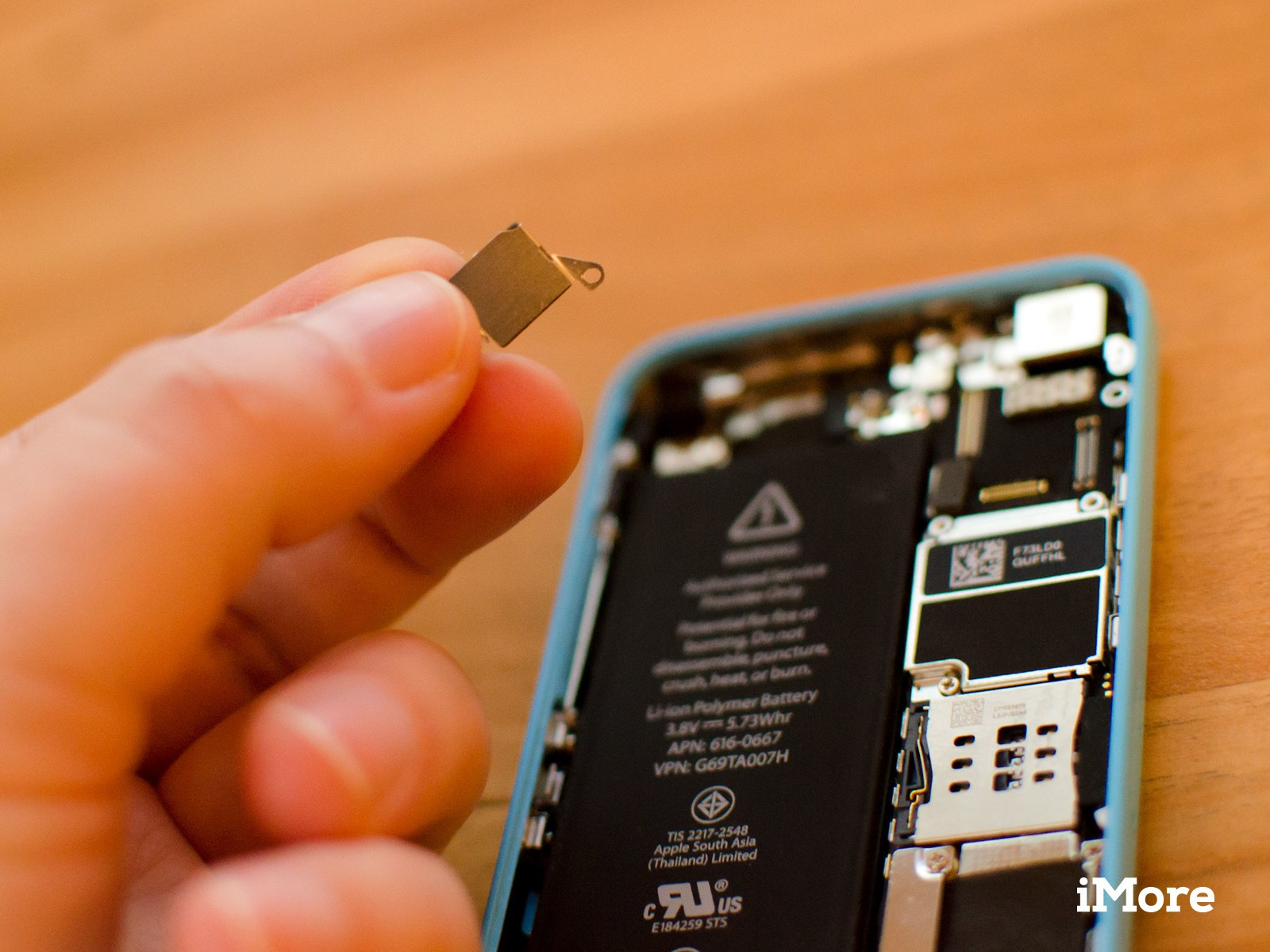 How to replace the rear iSight camera in an iPhone 5c