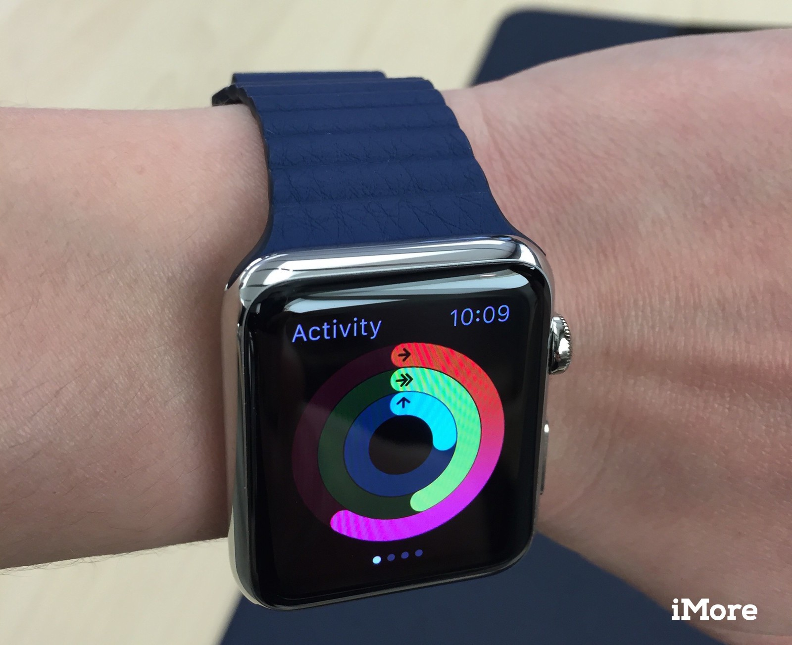 I d expected to feel the same sort of overweighted sag and have it look clunky on my wrist but the 42mm s rounded rectangular corners and band definition