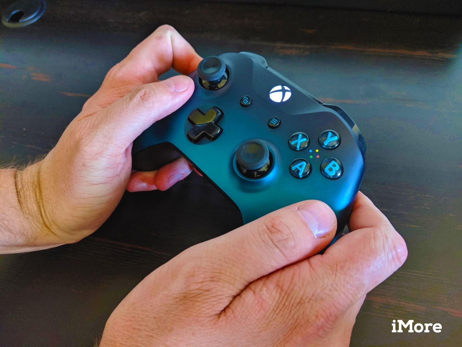 How to wirelessly use your Xbox One controller with Nintendo
